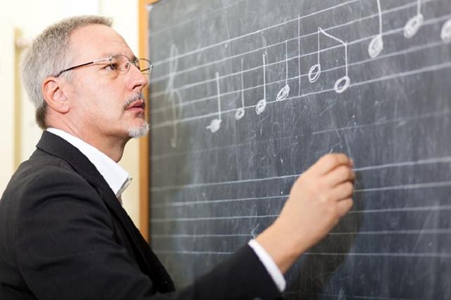 Um Musiktheorie ansprechend und zielführend zu vermitteln, sind gut ausgebildete didaktische Fähigkeiten von oberster Priorität (© istock/Minerva Studio).