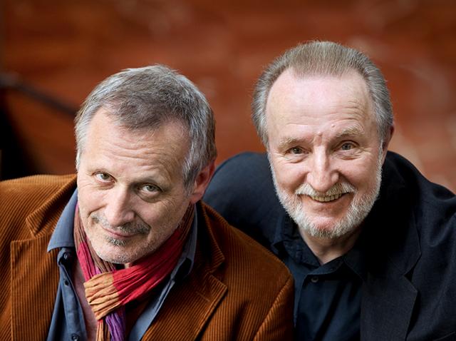 Konstantin Wecker tritt regelmäßig gemeinsam mit Musikerkollegen auf – etwa mit seinem Weggefährten Hannes Wader. © Thomas Karsten