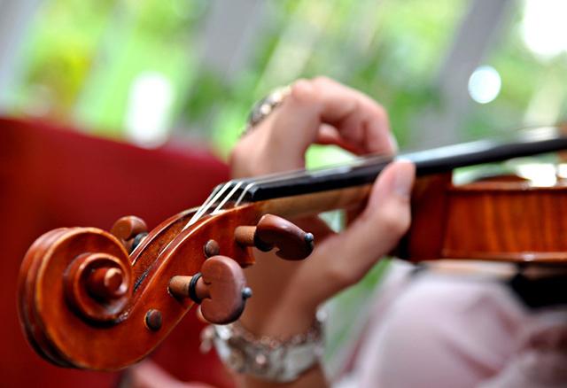 Junge Violinisten werden durch den Augsburger Violinwettbewerb Leopold Mozart gefördert.