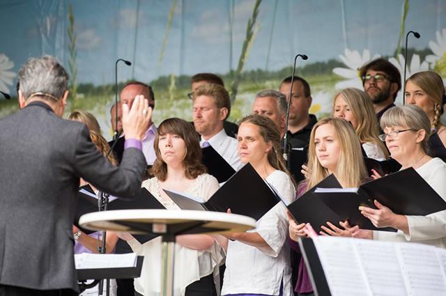Bei Chorwettbewerben, etwa im Rahmen des Deutschen Chorfests, treten Laienensembles an.