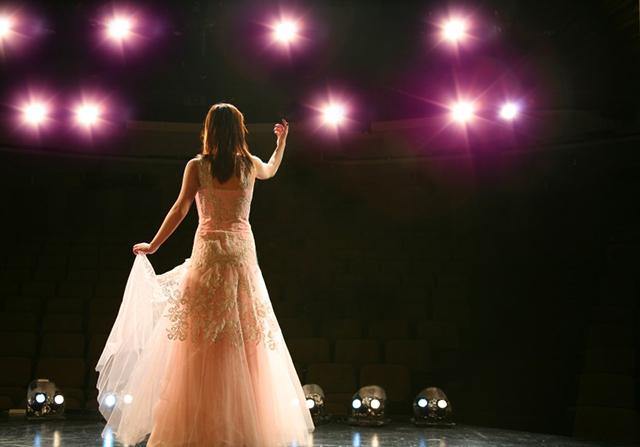 Junge Nachwuchstalente stehen bei renommierten Gesangswettbewerben auf der Bühne.