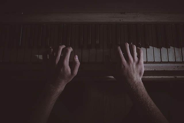 Für manche Musiker kann fokale Dystonie das Karriereaus bedeuten.