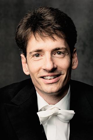 Porträt vom Dirigenten Raphael Haeger