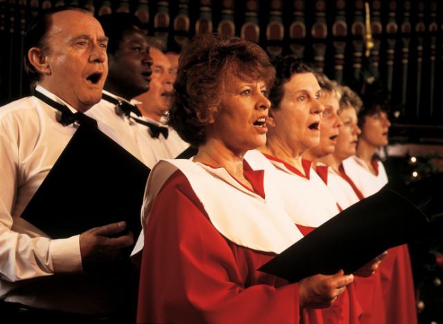 Chormitglieder beim gemeinsamen Singen