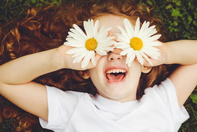 Kind im Frühling