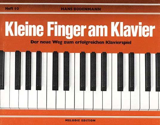 Kleine Finger am Klavier 10