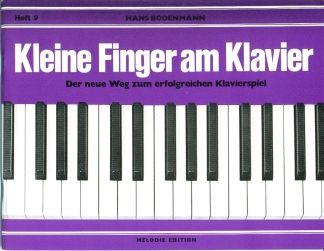 Kleine Finger am Klavier 9