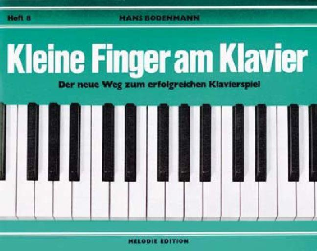 Kleine Finger am Klavier 8