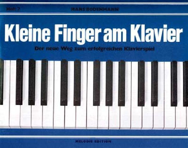 Kleine Finger am Klavier 7