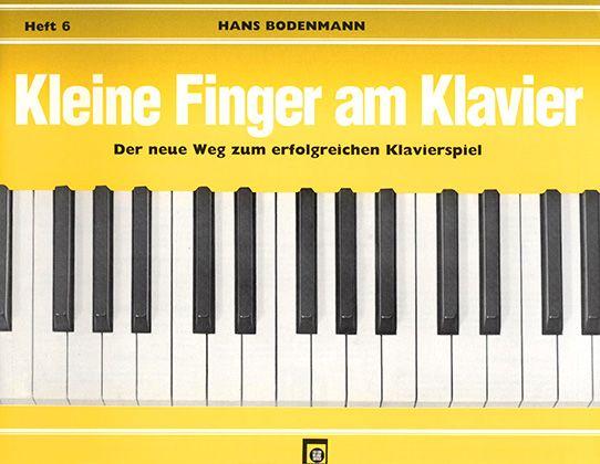Kleine Finger am Klavier 6
